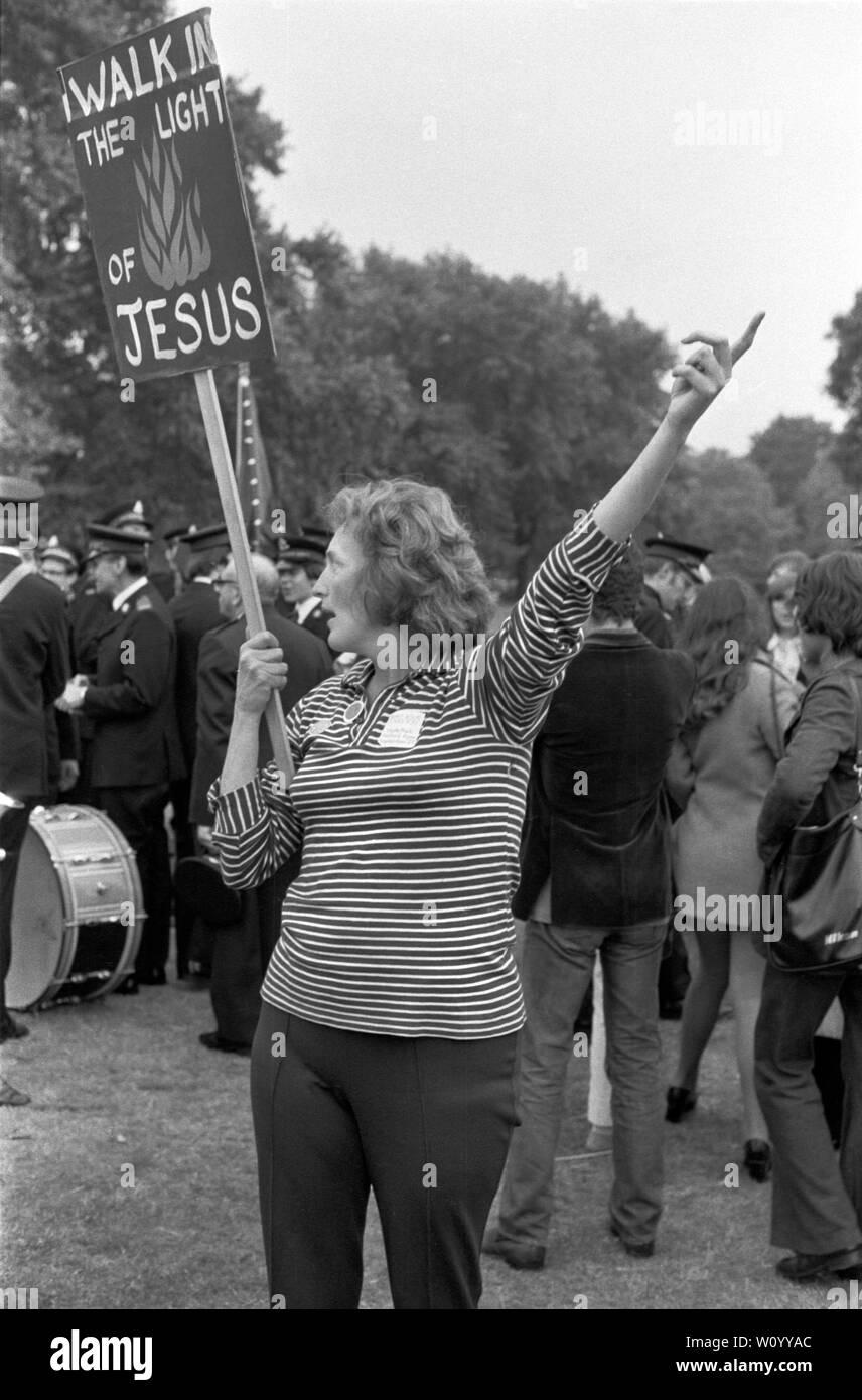 Festival Nacional de luz de septiembre de 1971 Londres fue un efímero movimiento de base formada por cristianos británicos preocupados por el aumento de la sociedad permisiva y los cambios sociales en la sociedad inglesa. Hyde Park, 1970 UK HOMER SYKES Foto de stock