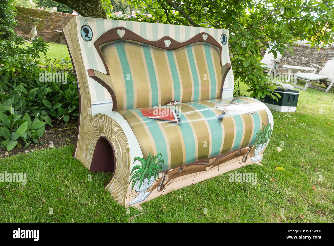 Picture of: Garden Seat Unusual Fotos E Imagenes De Stock Alamy