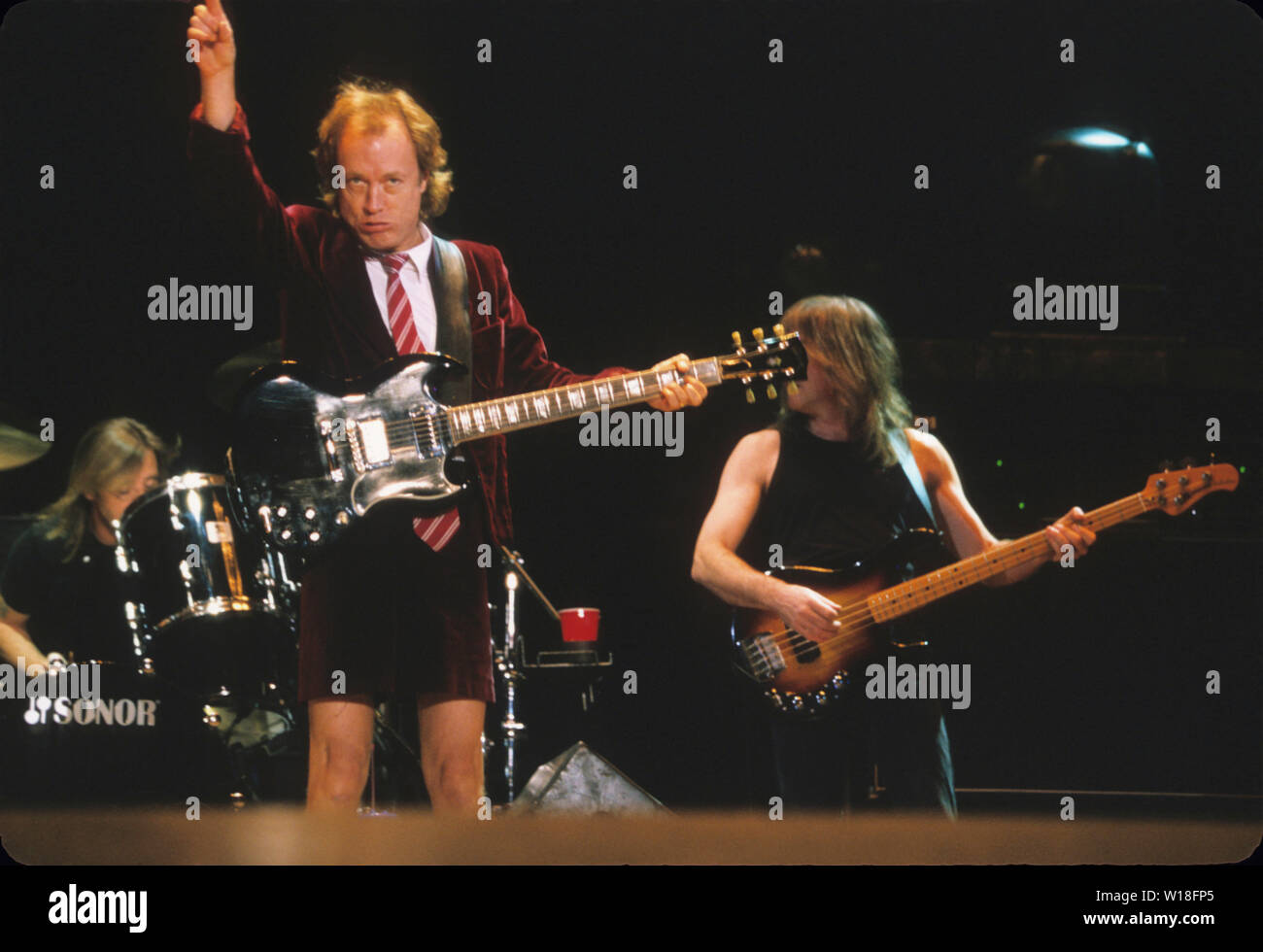 Angus Young Ac Dc Imágenes De Stock Angus Young Ac Dc