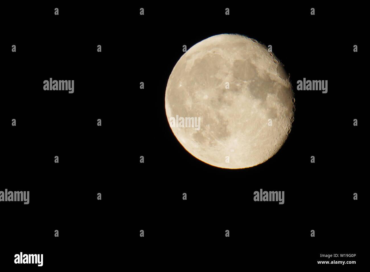 Grandes amarillos Junio de fresa, en la luna menguante Cuarto ...