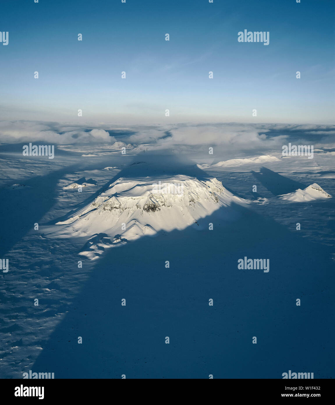 Antena, paisajes glaciares, Mt.Hlodufel sobre Langjokull casquete de hielo, Islandia Imagen De Stock