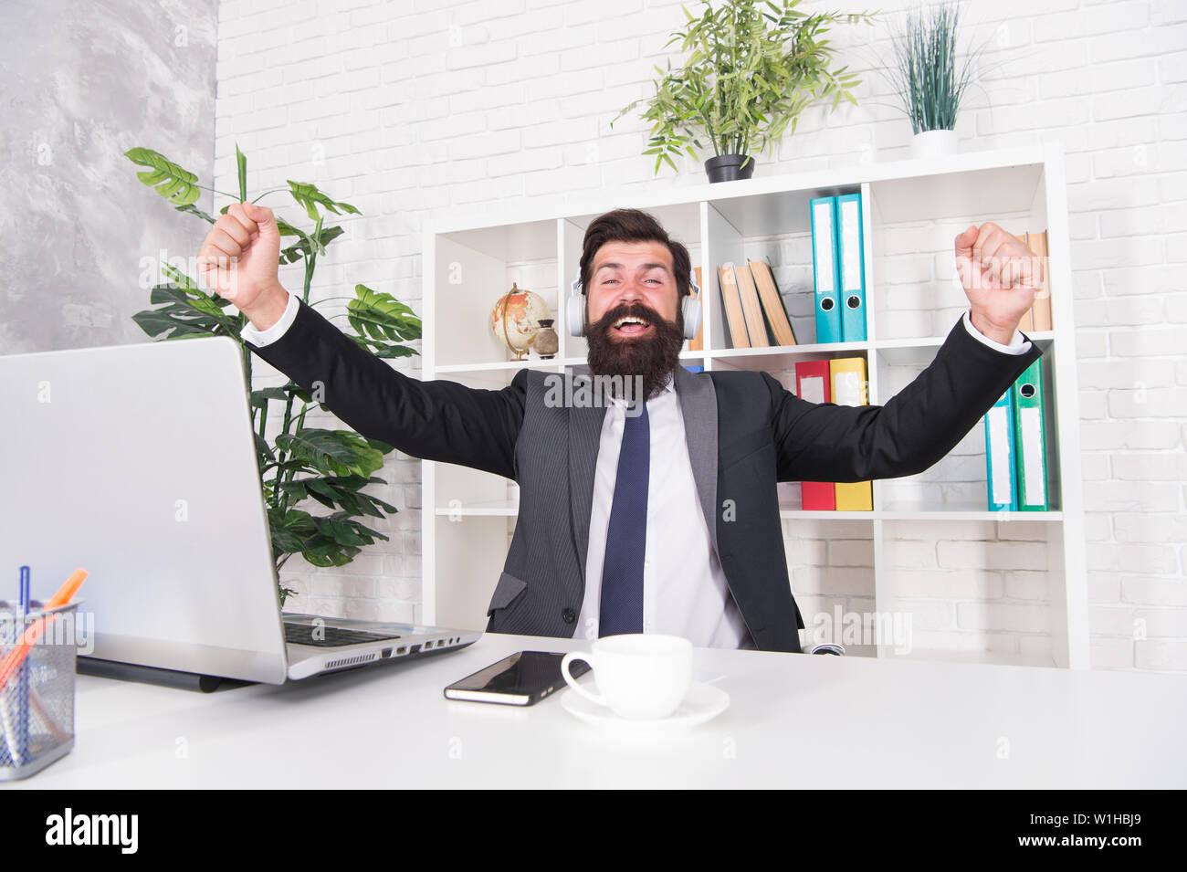 Empresario De éxito El Hombre Trabajador De Oficina