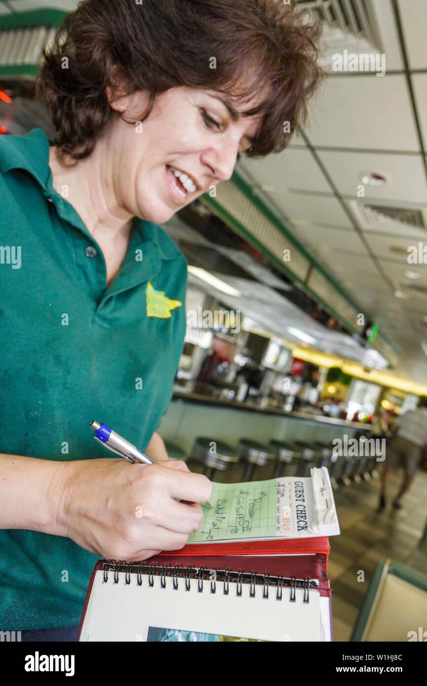 Florida Sebring Sebring US Route 27 Diner nostalgia restaurante informal americana de negocios mujer camarera teniendo el fin gues Imagen De Stock