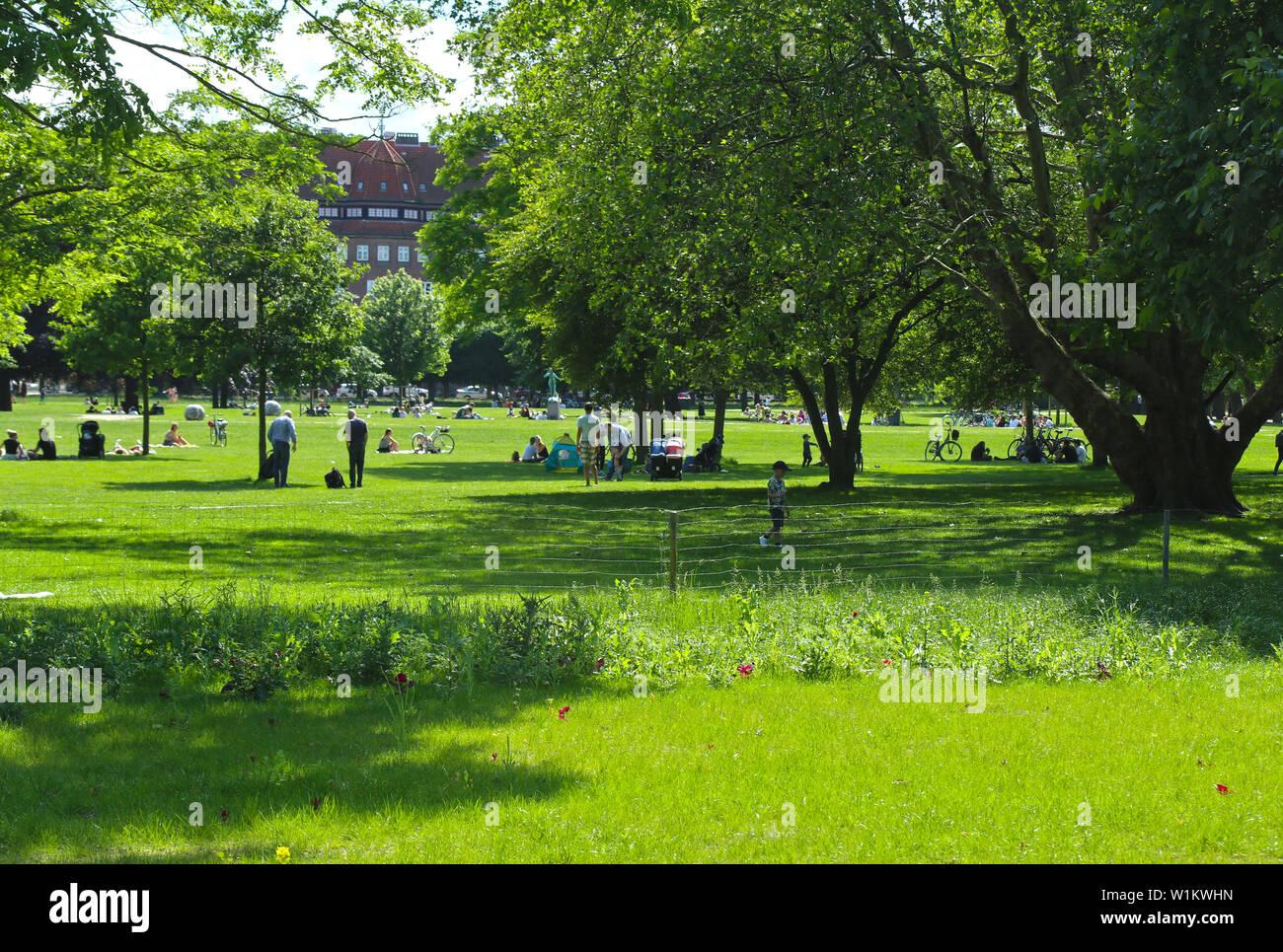 Copenhague, Dinamarca - 16 de junio de 2019 verano hermosa vista del jardín del rey, cerca del castillo de Rosenborg, en el centro de Copenhague estableció desde principios de 17t Foto de stock