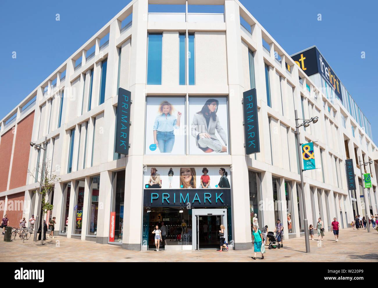 Primark primark tienda shop,el centro de la ciudad de Sheffield Sheffield South Yorkshire, Inglaterra GB Europa Imagen De Stock