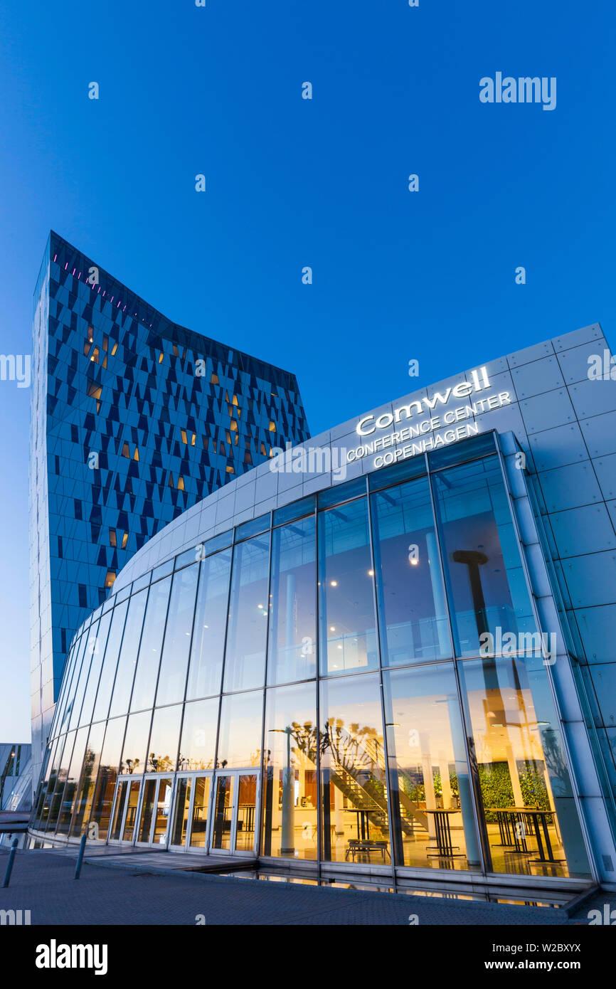Dinamarca, Zelanda, Copenhague, Bella Sky Hotel Towers, el anochecer Foto de stock