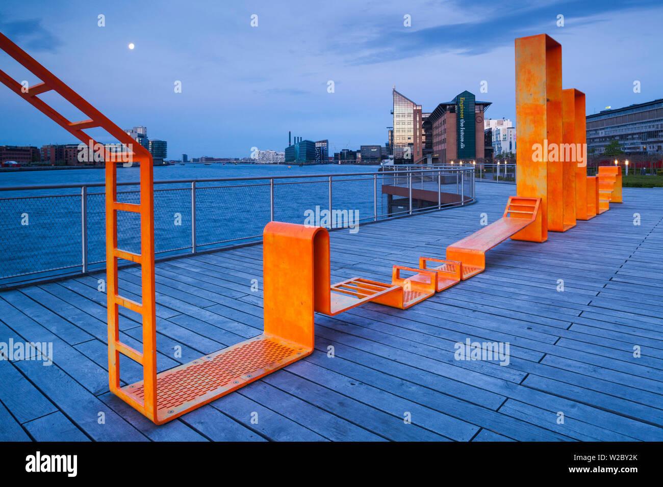 Dinamarca, Zelanda, Copenhague, Inner Harbor waterfront edificios y playground Foto de stock
