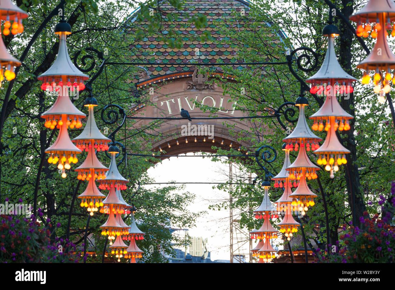 Dinamarca, Zelanda, Copenhague, Tivoli Gardens Park, signo Amuseument Foto de stock