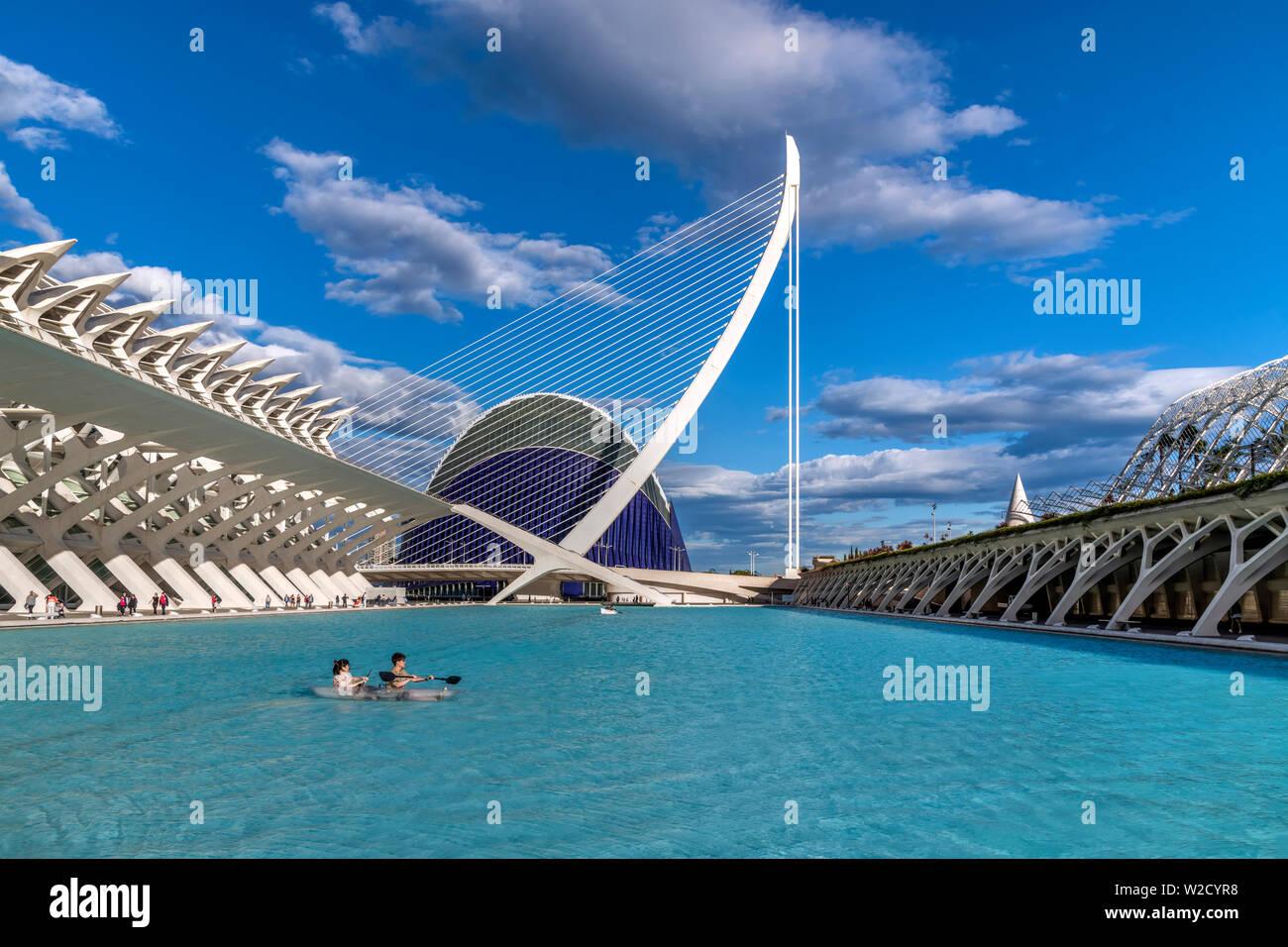 Pont de l'Assaut de l'Or puente suspendido, Ciudad de las Artes y las ciencias o la Ciudad de las Artes y las Ciencias, Valencia, Comunidad Valenciana, España Foto de stock