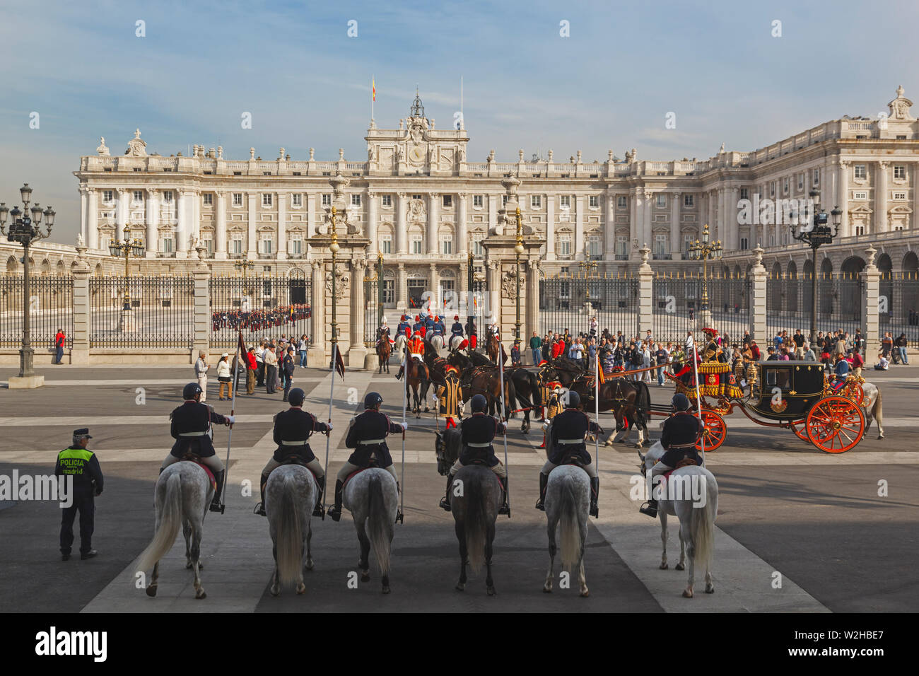 Madrid, España. Entrenador llevando un embajador de España en el Palacio Real para la ceremonia de presentación de cartas credenciales. Imagen De Stock
