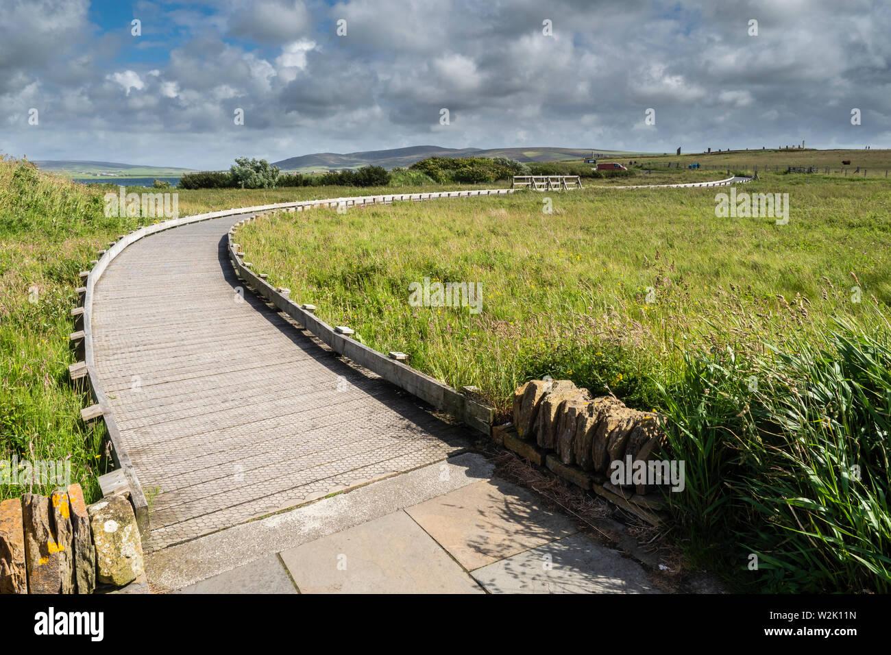 El anillo de Brodgar es un henge neolítico y círculo de piedra cerca de 6 millas al noreste de Stromness en el continente, la isla más grande de las Islas Orcadas, Scotlan Foto de stock