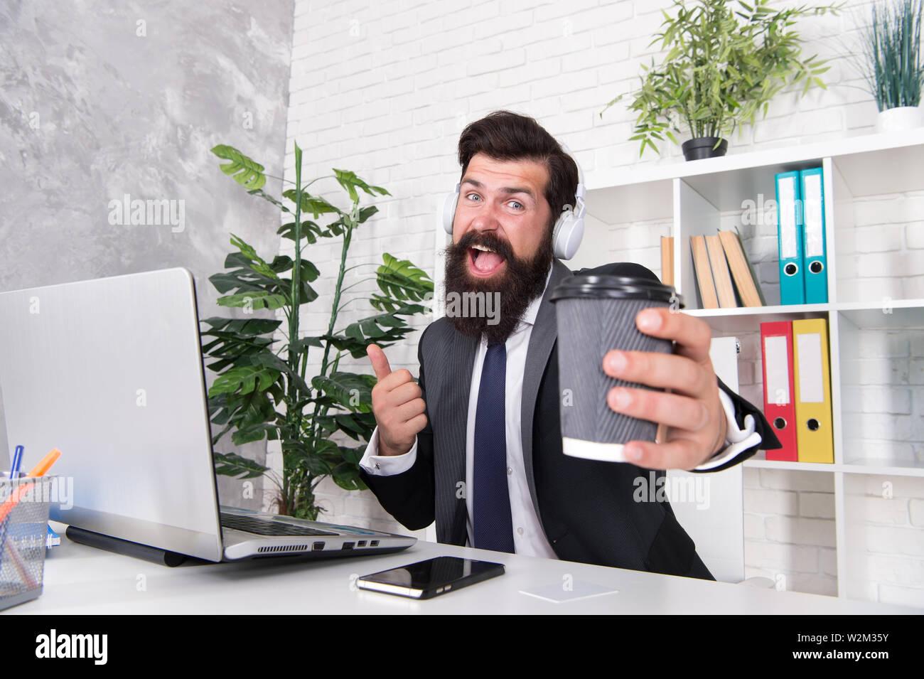 Divertirse Cantando Hobby El Hombre Trabajador De Oficina