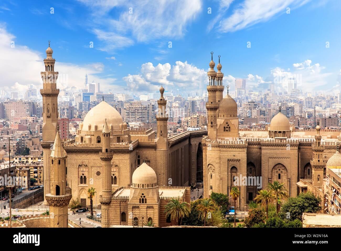 Mezquita y Madrasa del Sultán Hassan en El Cairo, Egipto. Foto de stock