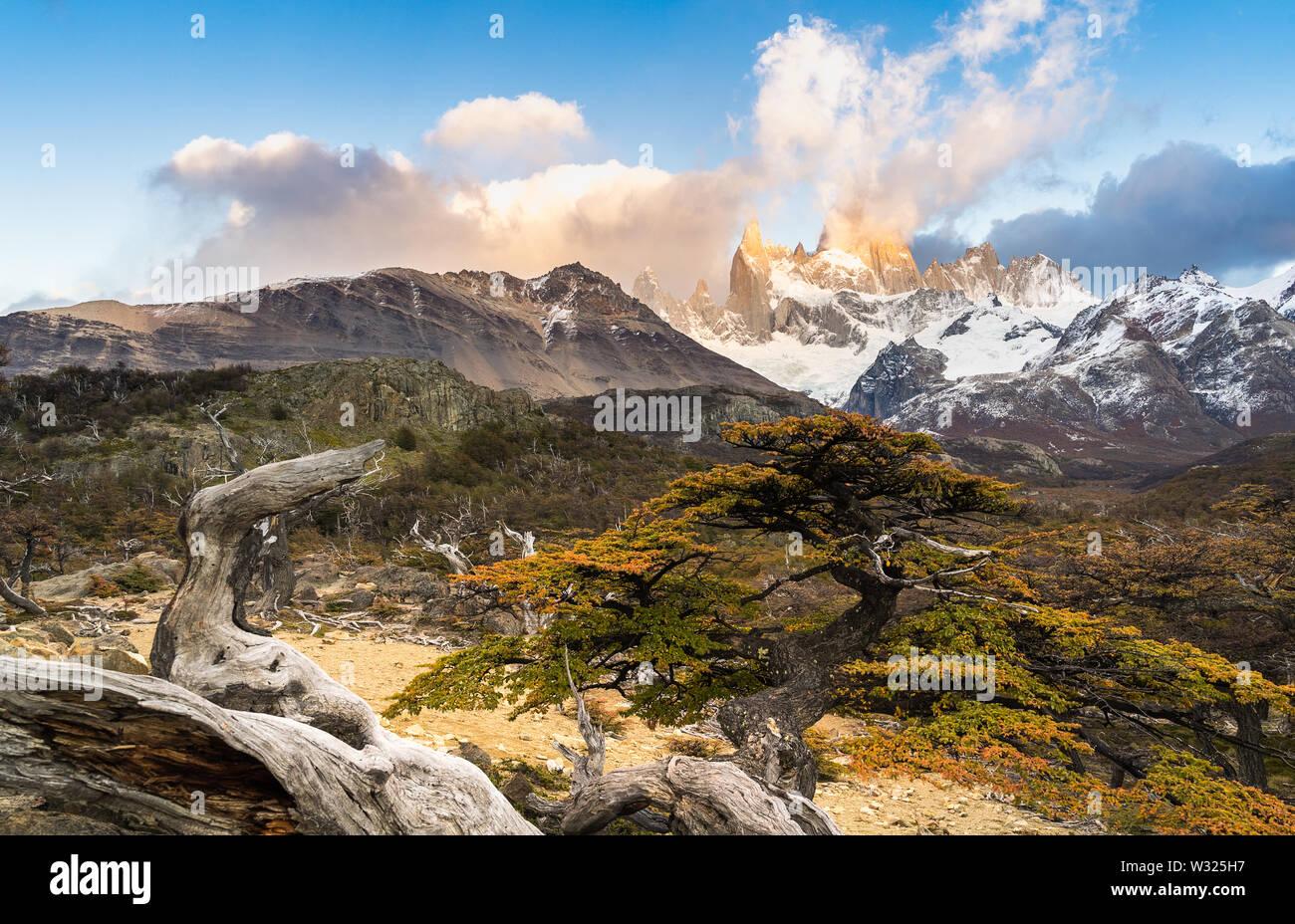 Monte Fitz Roy en el Parque Nacional Los Glaciares, El Chalten, Patagonia, Argentina. Foto de stock