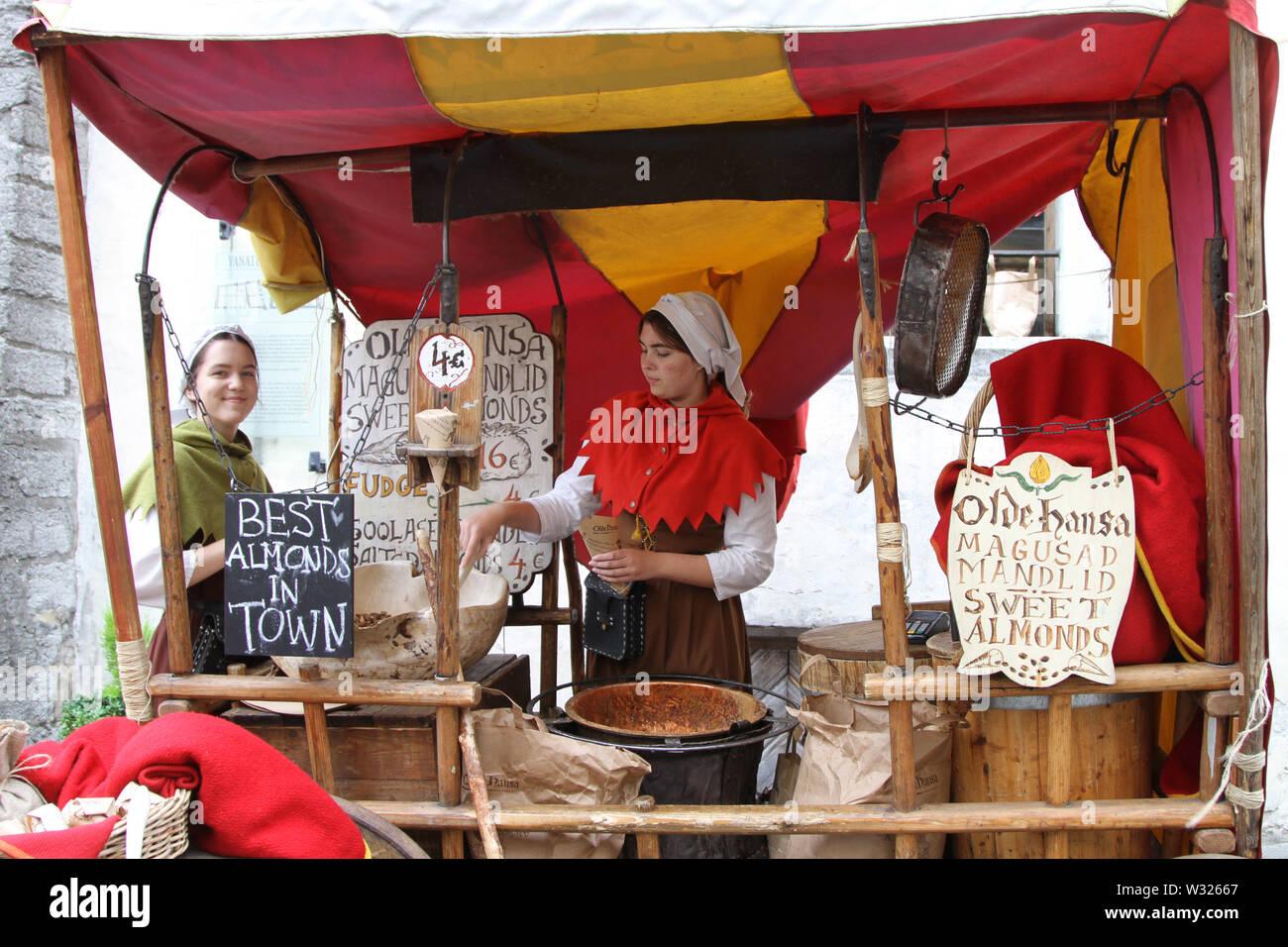 Tallinn Estonia El 11 De Julio 2019 Las Mujeres En