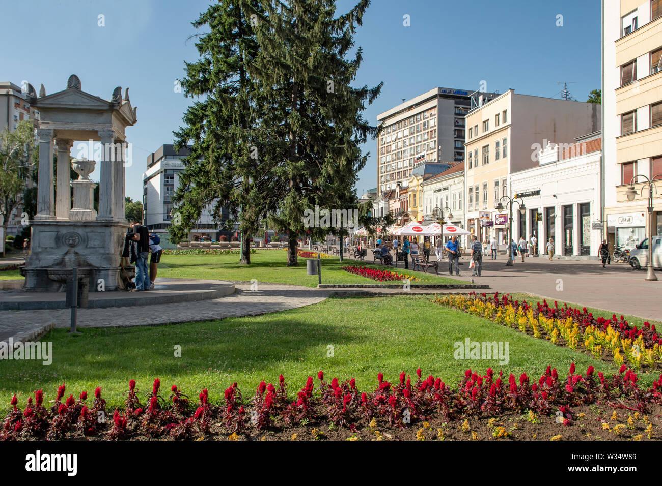 El fuente de agua potable en el Rey Milan Square, Nis, Serbia Foto de stock