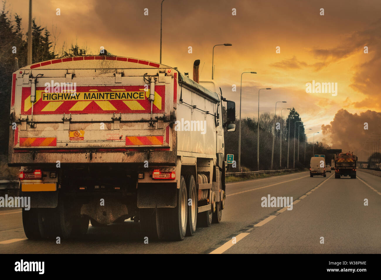 Construcción camión/VHG transportar mercancías a través de la nación Foto de stock