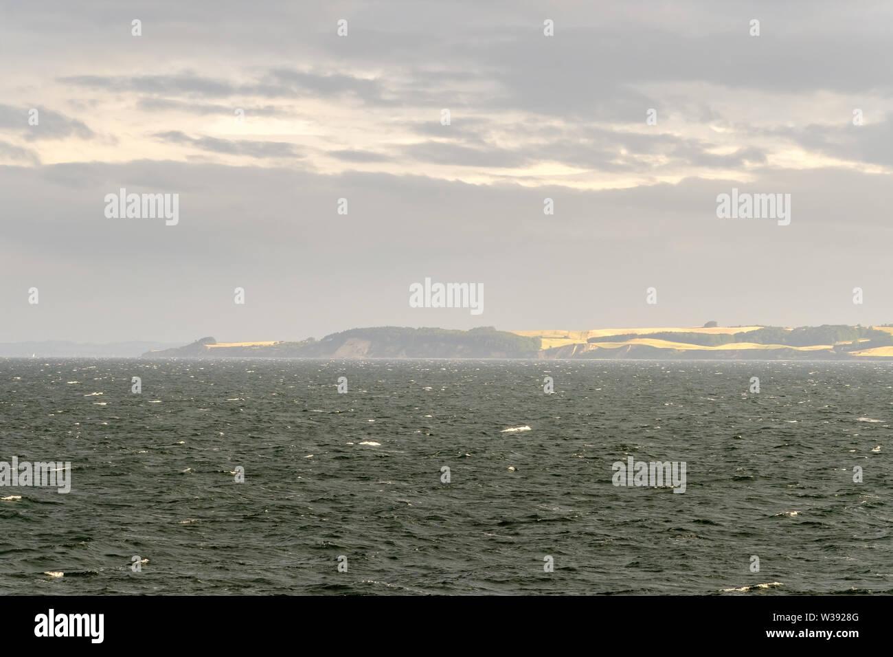 En la bahía de Aarhus mañana nublada, Dinamarca Foto de stock