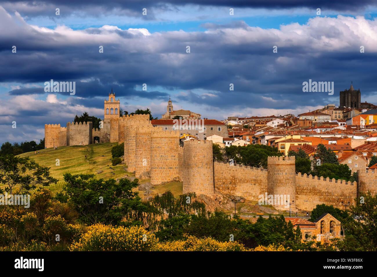 Paredes monumental medieval, Sitio del Patrimonio Mundial de la UNESCO. La ciudad de Ávila. Castilla y León, España Europa Foto de stock
