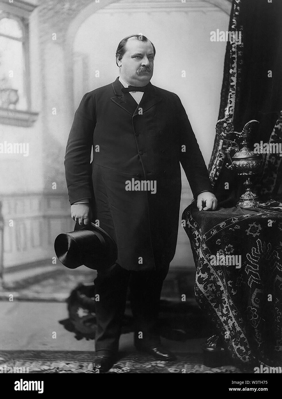 Grover Cleveland (1837-1908), 22º y 24º Presidente de los Estados Unidos 1885-89 y 1893-97, Full-Length retrato, 1888 Imagen De Stock