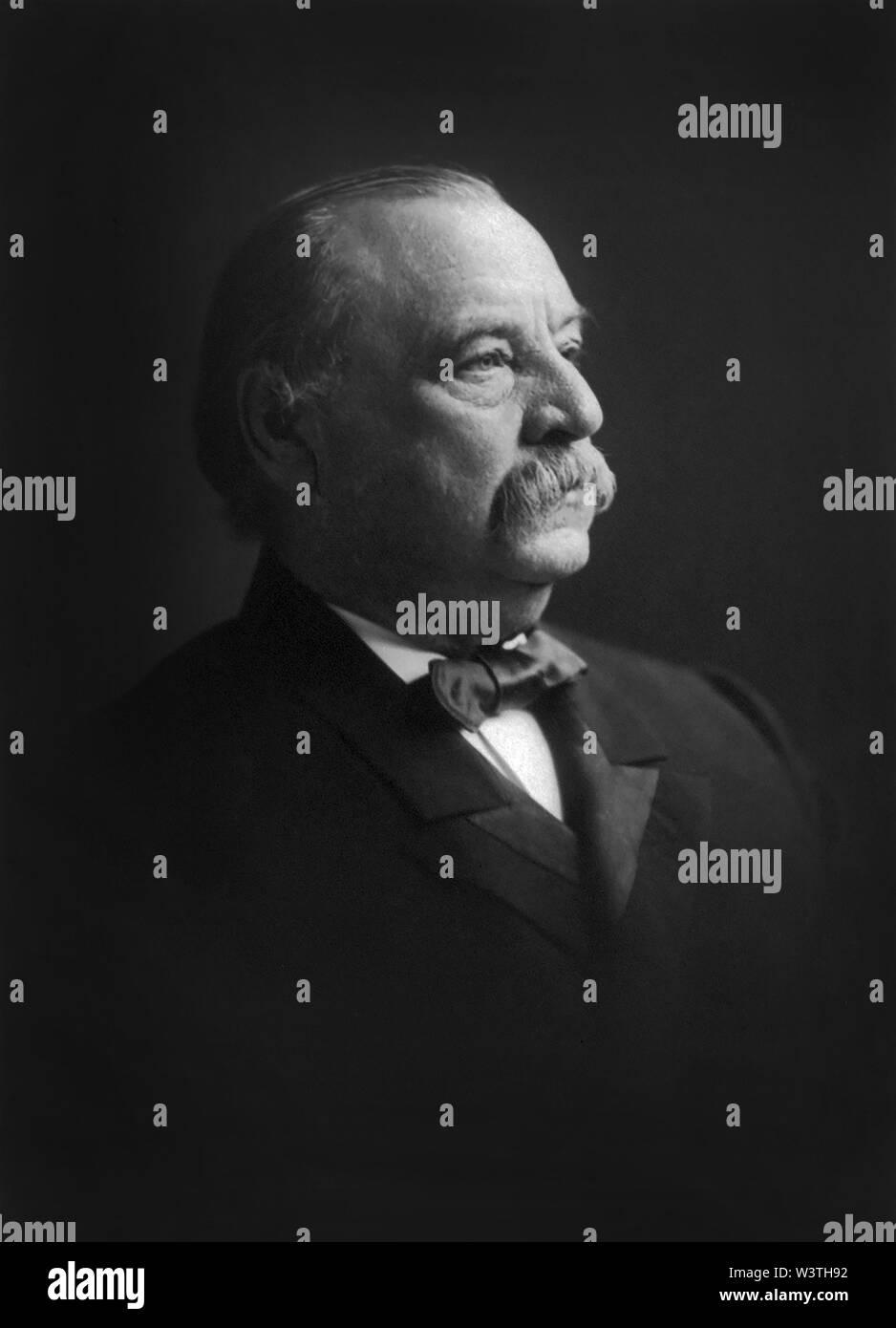 Grover Cleveland (1837-1908), 22º y 24º Presidente de los Estados Unidos 1885-89 y 1893-97, la cabeza y los hombros retrato, Fotografía de F. Gutekunst, 1903 Imagen De Stock