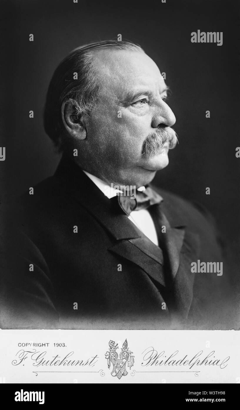 Grover Cleveland (1837-1908), 22º y 24º Presidente de los Estados Unidos 1885-89 y 1893-97, la cabeza y los hombros, la fotografía de retrato de perfil de F. Gutekunst, 1903 Imagen De Stock
