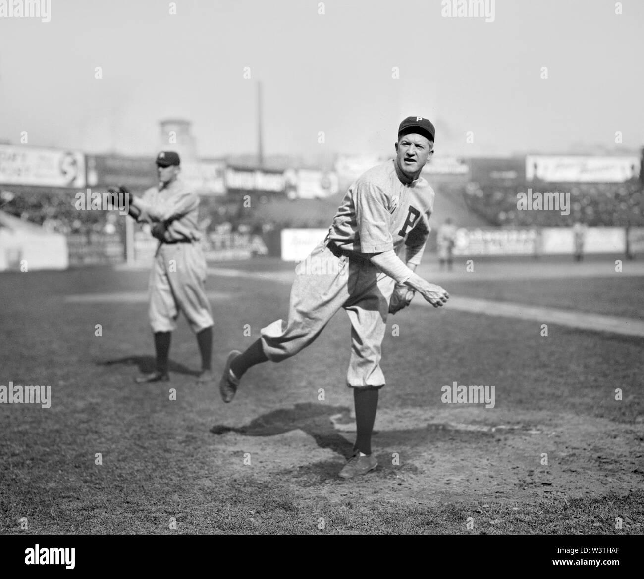 Grover Cleveland Alexander, jugador de béisbol de las Grandes Ligas, los Phillies de Filadelfia, Half-Length retrato, informó el servicio de Noticias Bain, 1911 Imagen De Stock