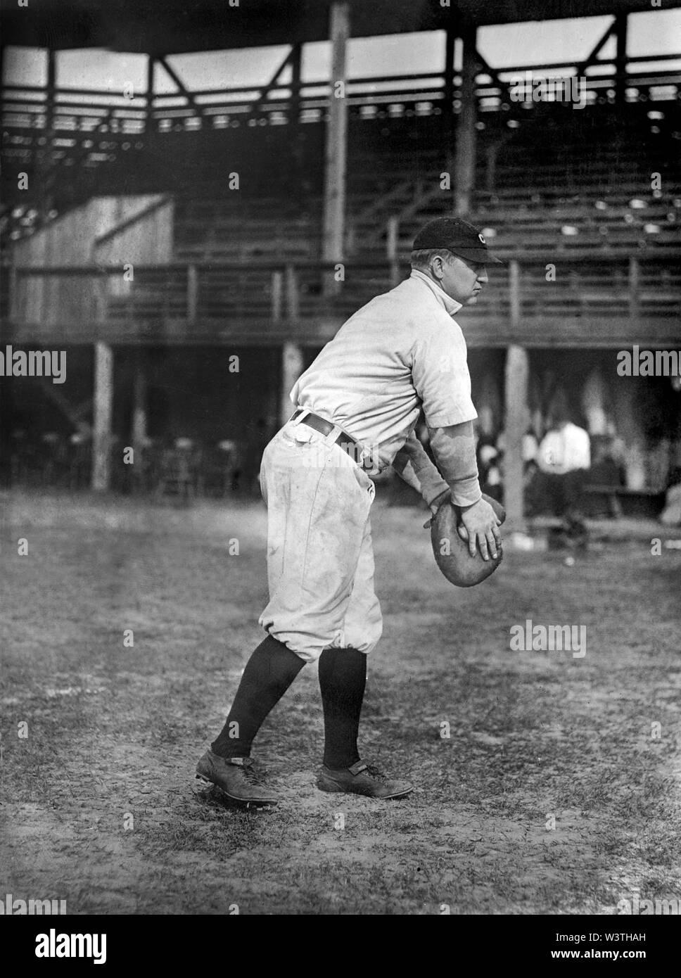 Grover Tierra, jugador de béisbol de las Grandes Ligas, Cleveland Naps, Full-Length retrato, informó el servicio de Noticias Bain, 1912 Imagen De Stock