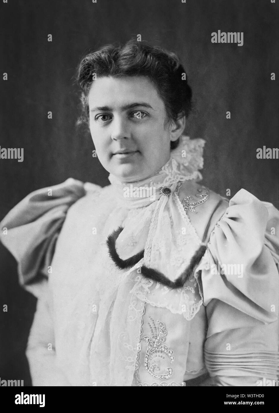 Frances Cleveland (1864-1947), la Primera Dama de los Estados Unidos, 1886-89 y 1893-97, esposa del presidente de Estados Unidos, Grover Cleveland, la cabeza y los hombros retrato, 1890 Imagen De Stock