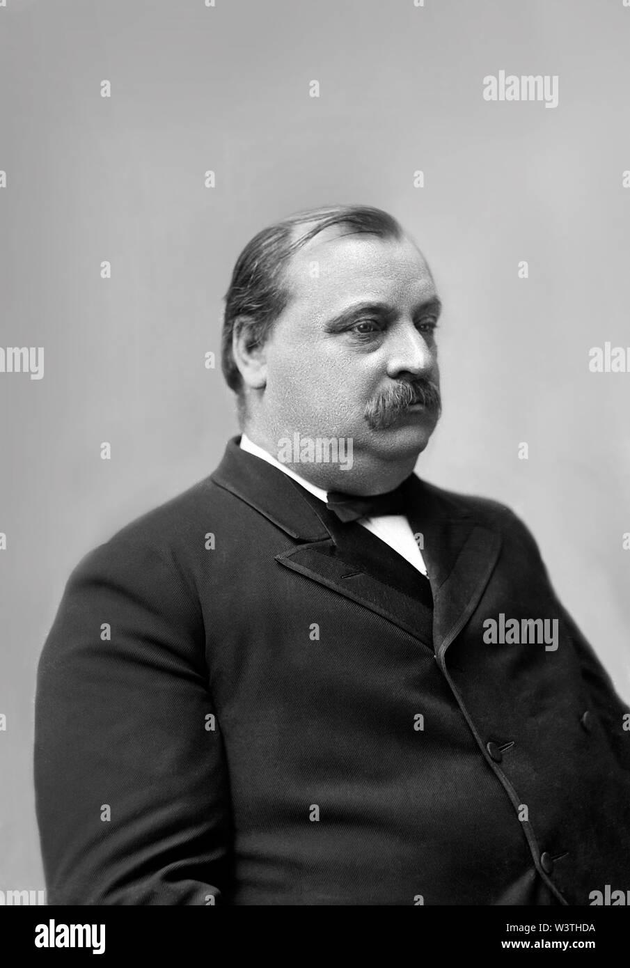 Grover Cleveland (1837-1908), 22º y 24º Presidente de los Estados Unidos 1885-89 y 1893-97, Half-Length retrato, Fotografía por Charles Milton Bell, 1880 Imagen De Stock