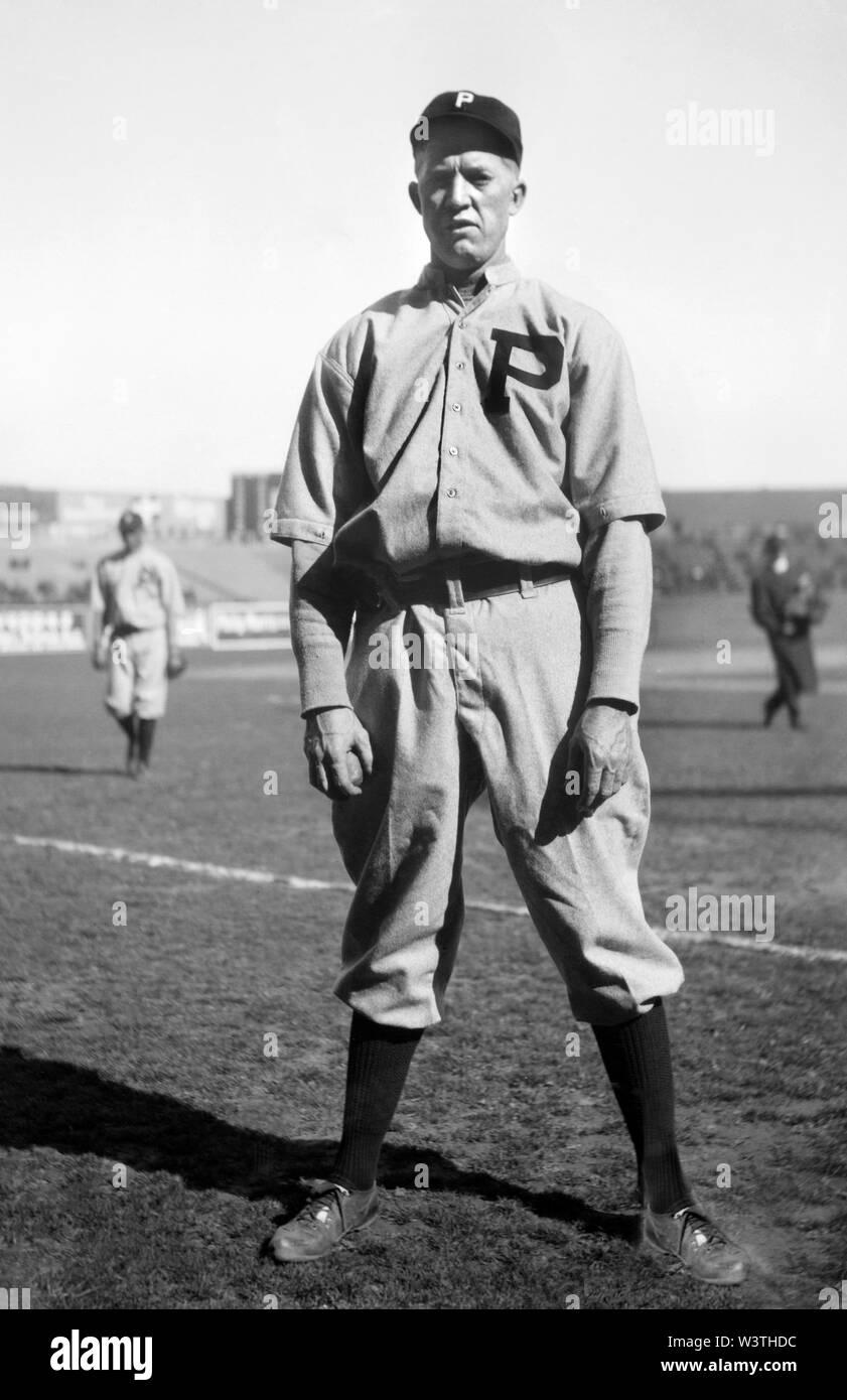 Grover Cleveland Alexander, jugador de béisbol de las Grandes Ligas, los Phillies de Filadelfia, Full-Length retrato, informó el servicio de Noticias Bain, 1914 Imagen De Stock