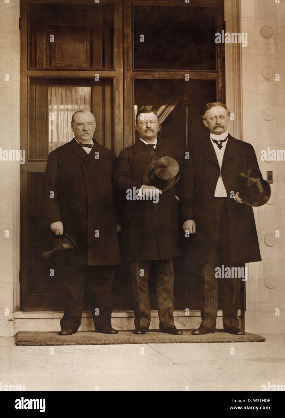 El ex presidente de Estados Unidos, Grover Cleveland, el Presidente Theodore Roosevelt y David R. Francis, Full-Length retrato, Washington DC, Estados Unidos, Fotografía por Murillo Studio, 1903 Imagen De Stock