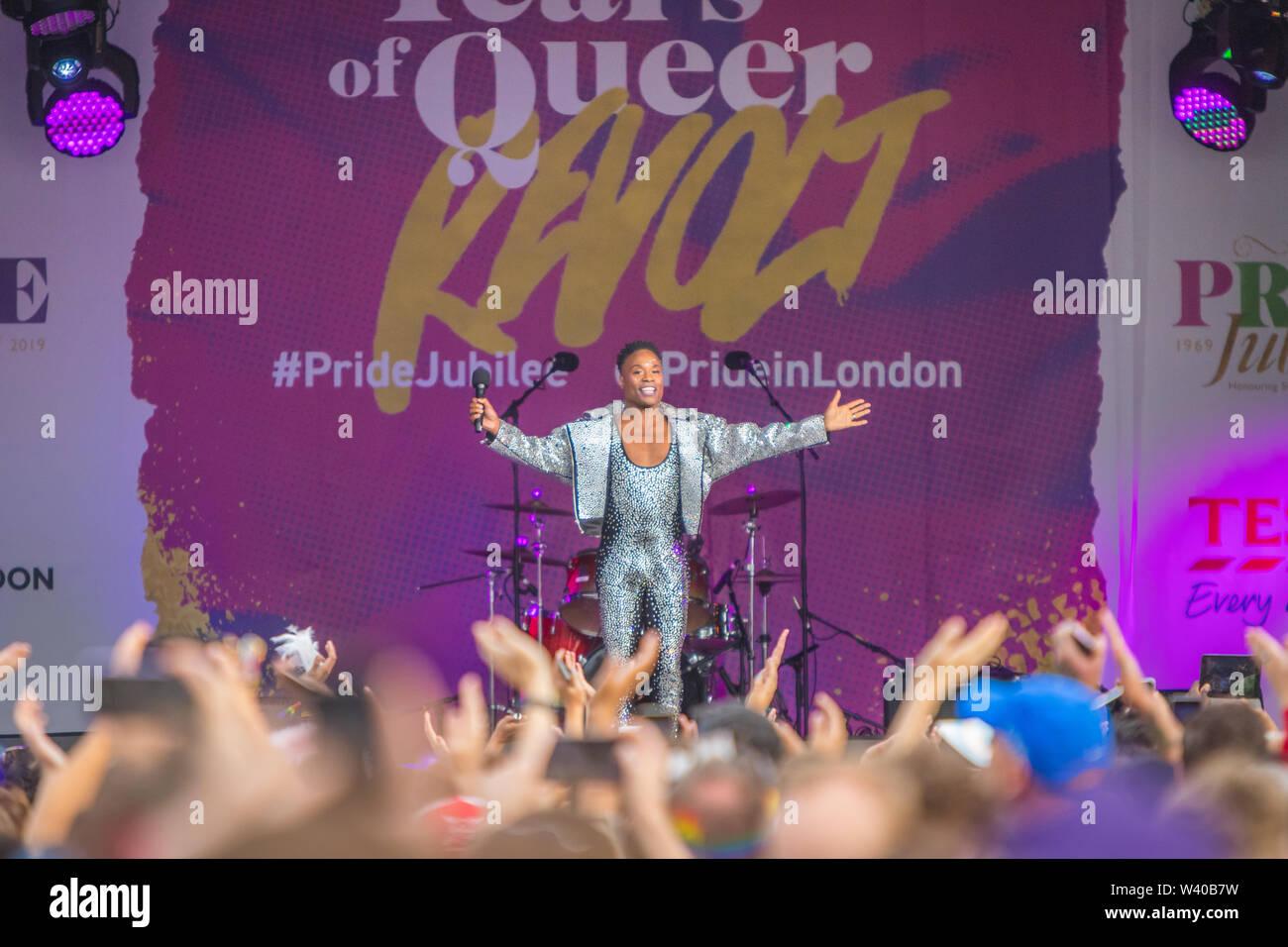 Billy Porter actuando en el escenario principal de London Pride, Trafalgar Square Foto de stock