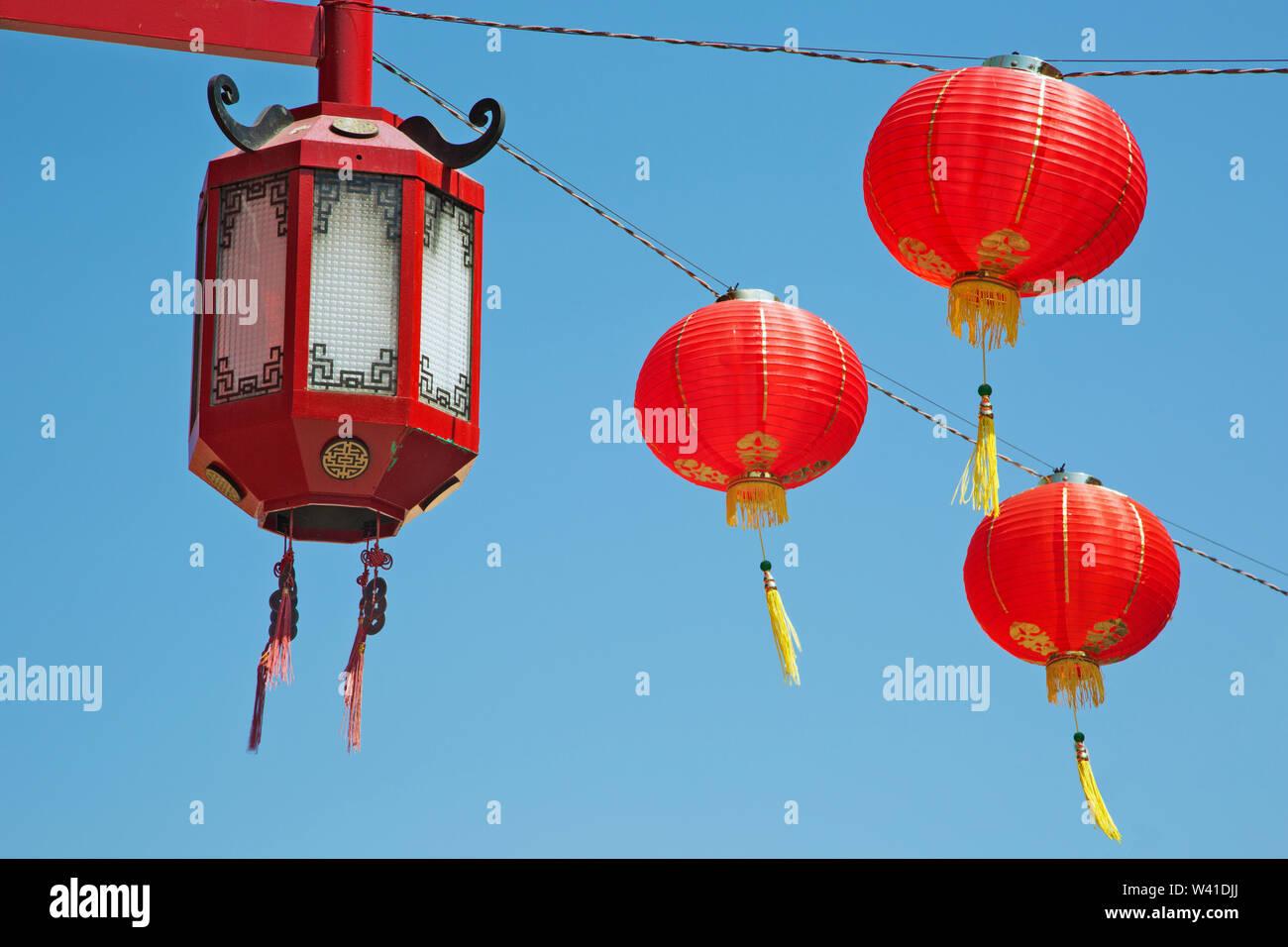 Decoraciones chinas en el barrio chino de Los Angeles Foto de stock