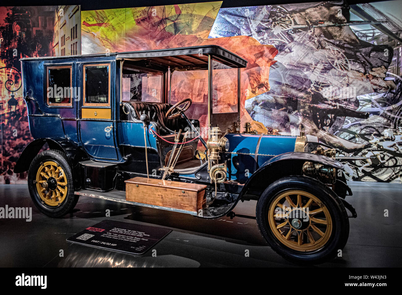 Italia Turín Piamonte Museo dell' Mauto Automonbile Torino ( 1905 ) - Italia - Fiat 24/32 HP - City car, Reina de la Targa Florio y donado a la patria: las muchas vidas de un best seller Foto de stock
