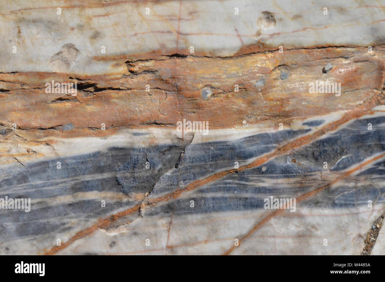 Venas de mármol en la base de las montañas de Nurata, Uzbekistán Foto de stock