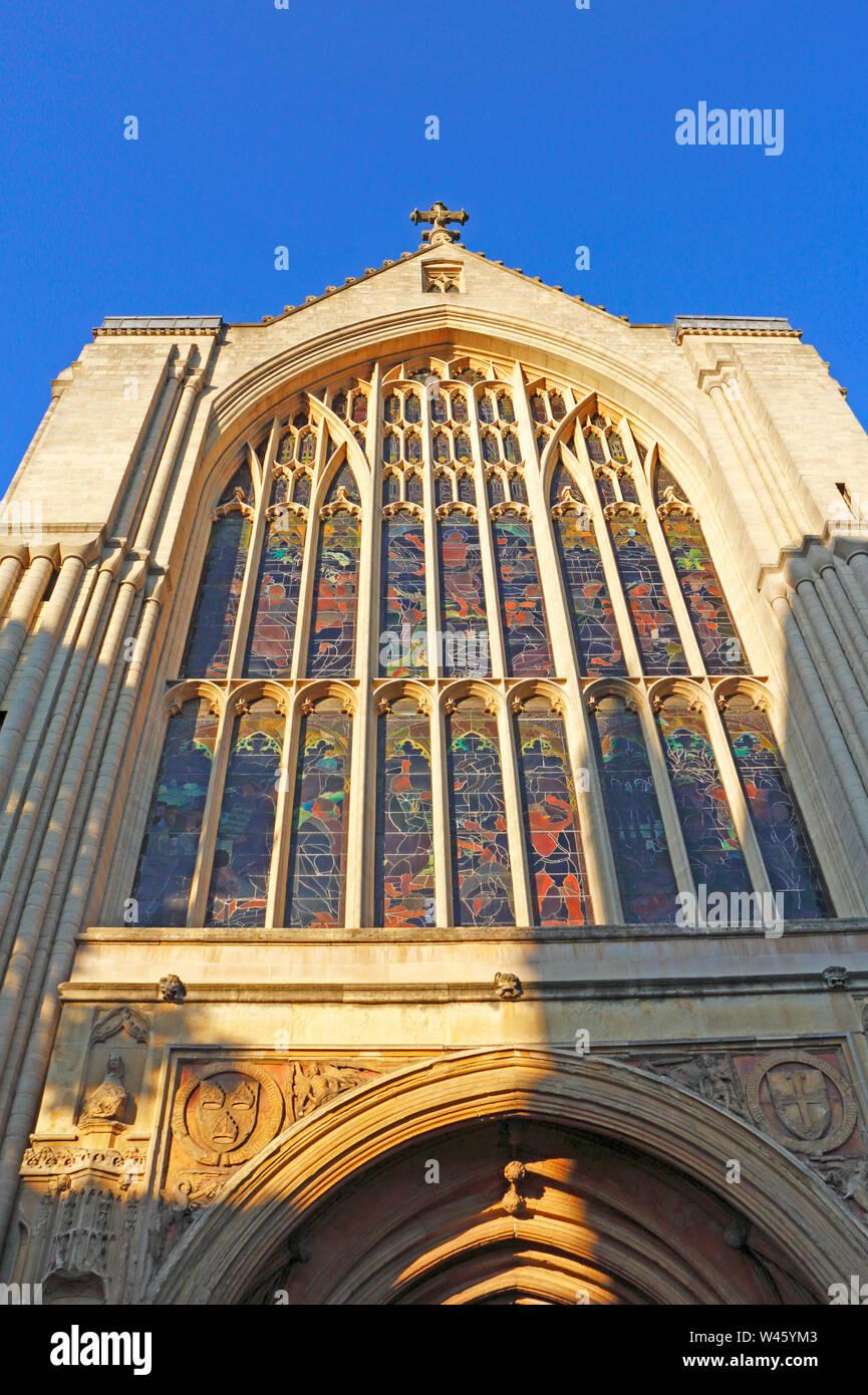 Una vista de la ventana occidental de la Catedral Anglicana de Norwich, Norfolk, Inglaterra, Reino Unido, Europa. Foto de stock