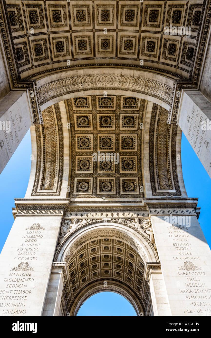 La bóveda del Arco del Triunfo en París, Francia, visto desde abajo. Foto de stock