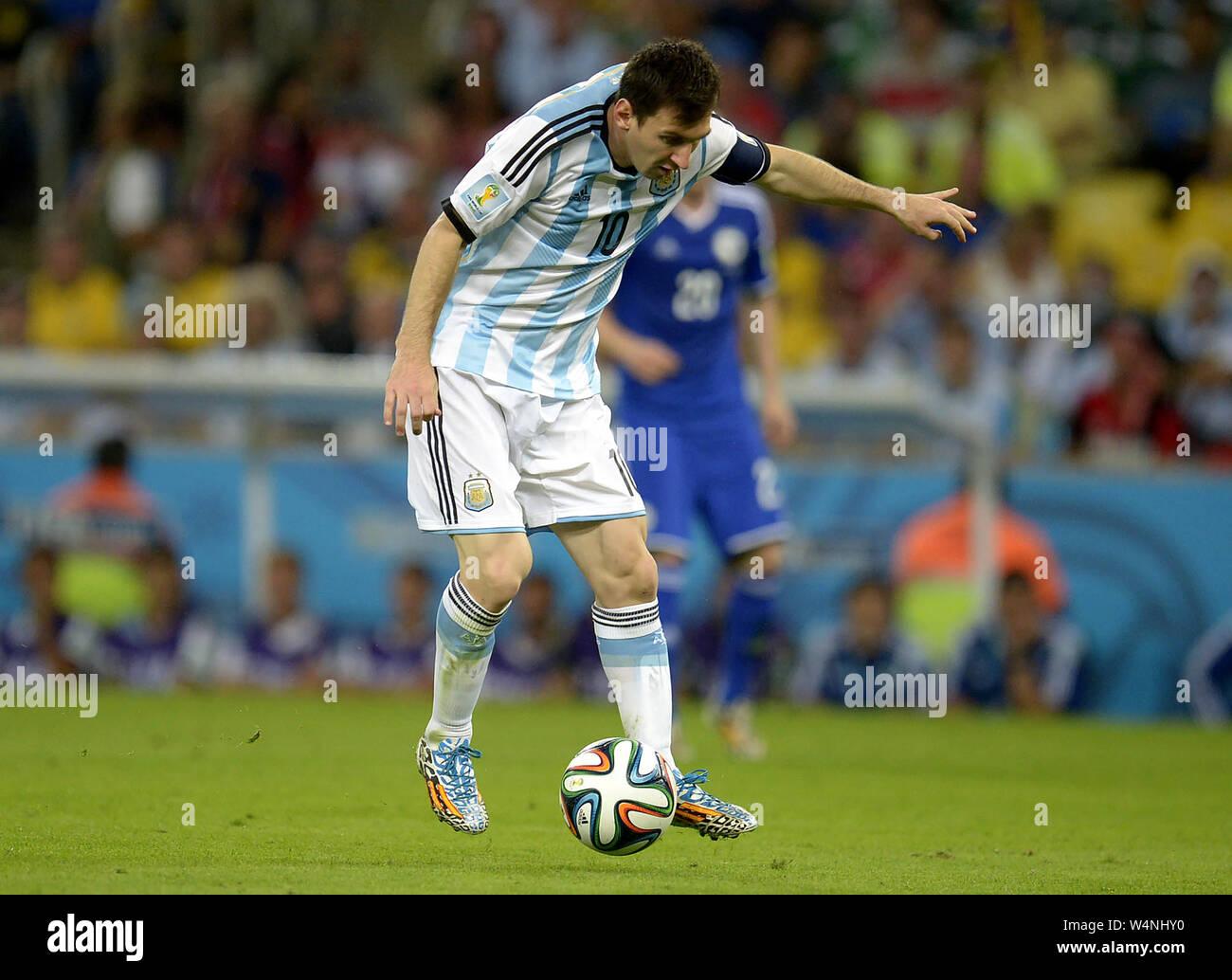 Futbolista argentino Leonel Messi, durante el partido de Argentina vs Bosnia para la Copa del Mundo de 2014, en el estadio de Maracaná, en la ciudad de Río de Jane Foto de stock