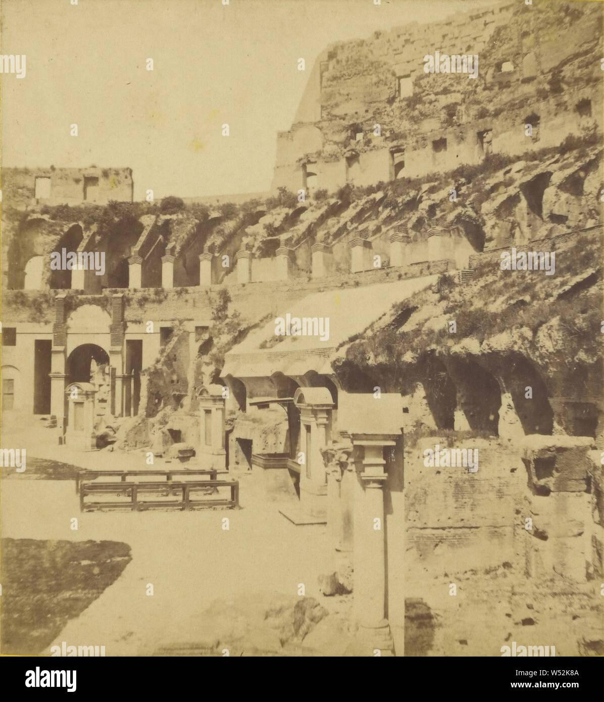 Interieur du Colisee (Roma), fabricante desconocido, Italiano, alrededor de 1870, albúmina imprimir plata Foto de stock