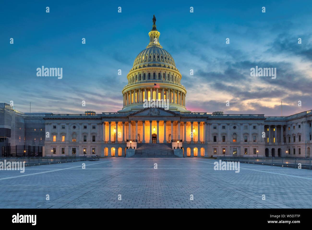 El edificio del Capitolio de los Estados Unidos al atardecer, Washington DC, Estados Unidos. Foto de stock