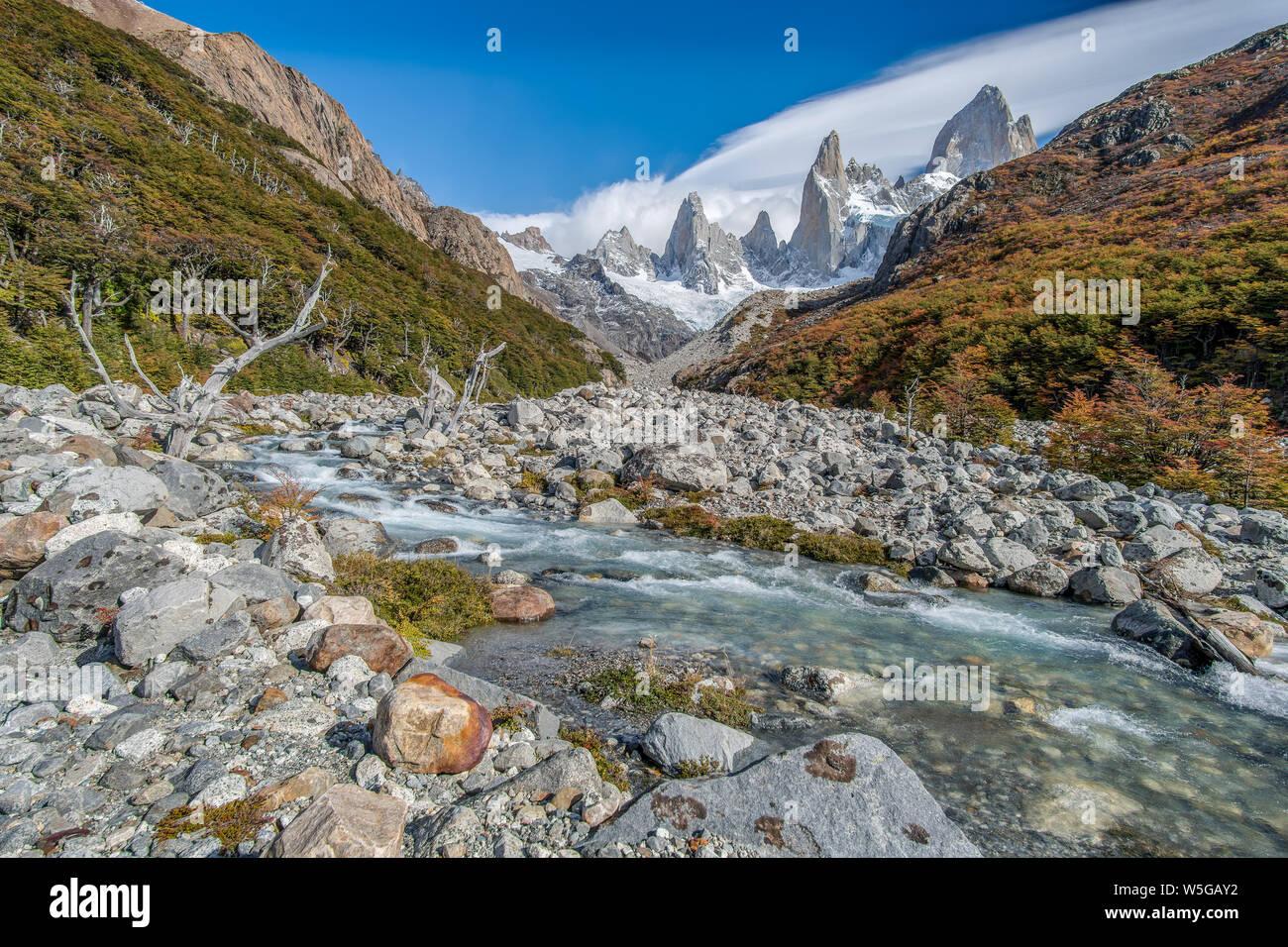 Trekking al Cerro Fitz Roy en El Chalten, Argentina Patagonia austral. Foto de stock