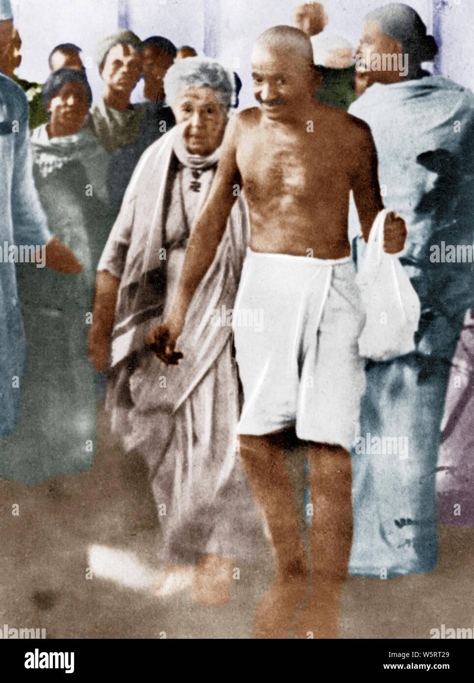 Mahatma Gandhi con Annie Besant Madras, Tamil Nadu, India Asia Septiembre 1921 Foto de stock