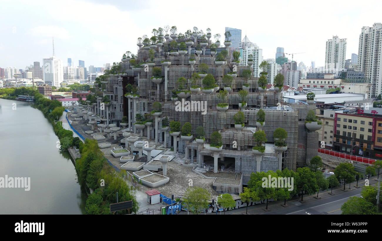 Una Vista Aerea De Altos Edificios Con Terrazas A Diferentes