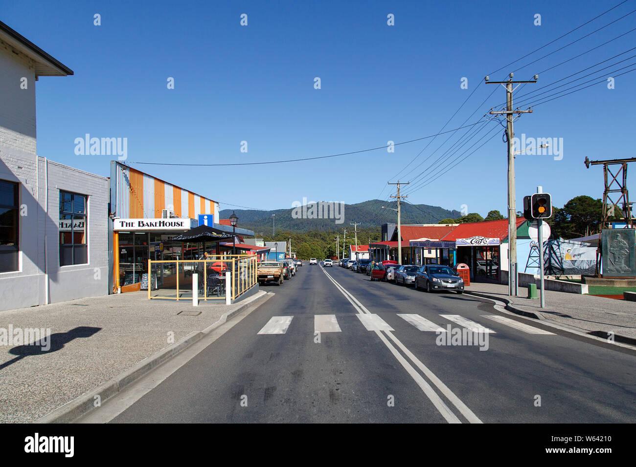 Rosebery, Tasmania: Abril, 2019: Calle Principal de la pequeña ciudad de Tasmania. Rosebery está situado en la autopista A10 entre Zeehan Murchison y Tullah. Foto de stock