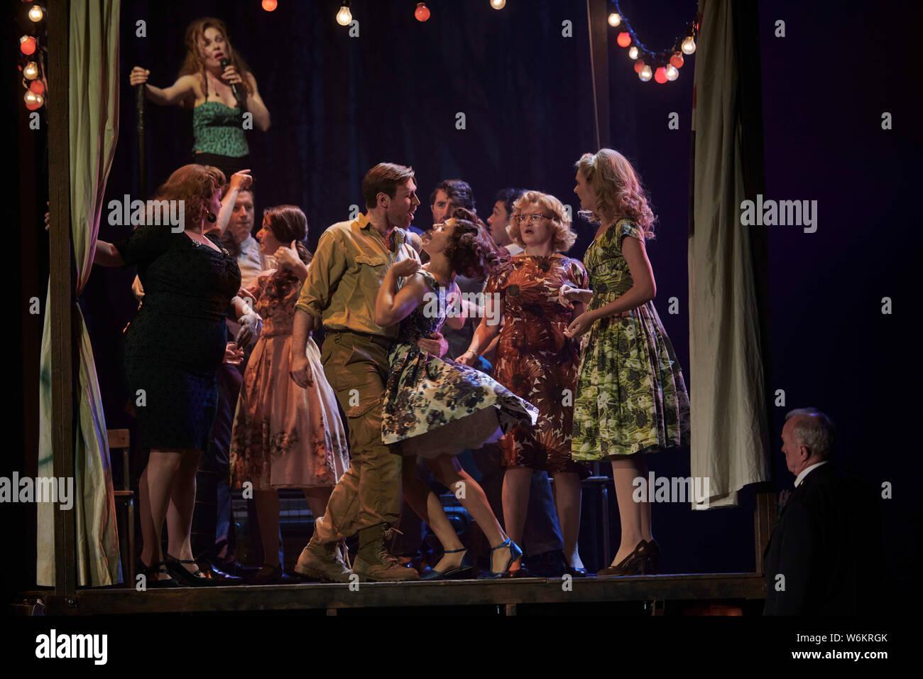 Edimburgo el 01 de agosto de 2019; Peter Gynt en el Festival de Teatro para el Festival Internacional de Edimburgo con el actor escocés James McArdie, crédito Foto de stock
