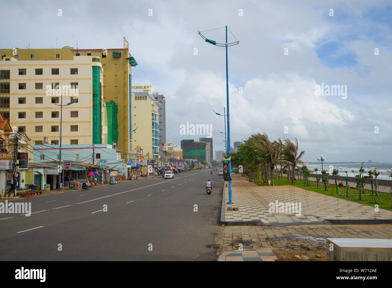 VUNG Tau, Vietnam - Diciembre 22, 2015: el terraplén de la ciudad en un día nublado Foto de stock