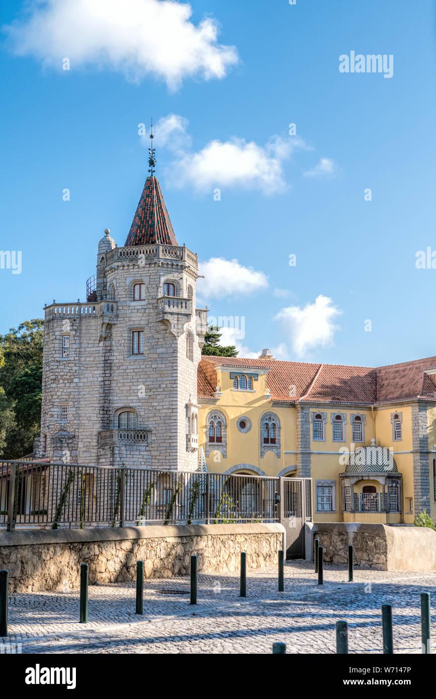 Hermoso edificio del Museo Condes de Castro Guimarães en Cascais, Portugal . El museo se encuentra Castro Guimaraes la mayoría interestin arquitectónico Foto de stock