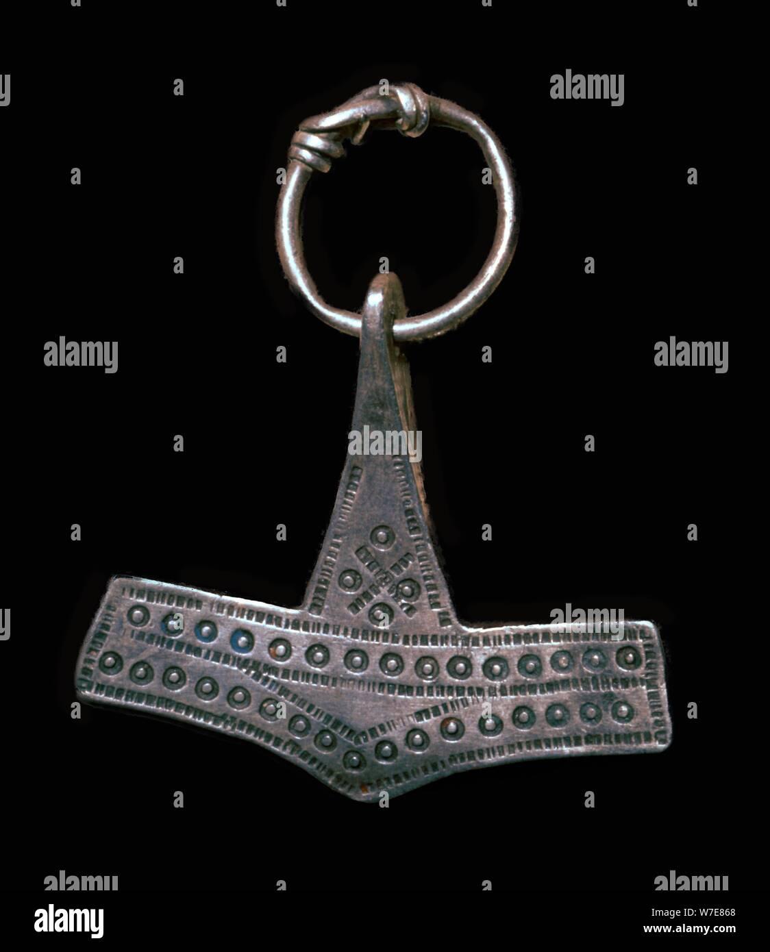 "Viking plata ""martillo de Thor"", amuleto del siglo IX Artista: Desconocido Foto de stock"
