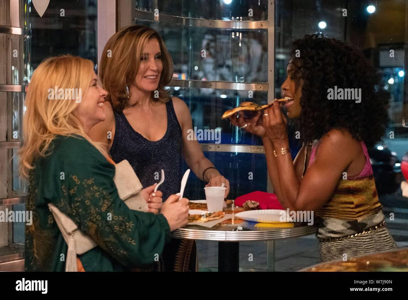 OTHERHOOD, de izquierda a derecha: Patricia Arquette, Felicity Huffman, Angela Bassett, 2019. ph: Linda Kallerus / © Netflix / cortesía Colección Everett Foto de stock